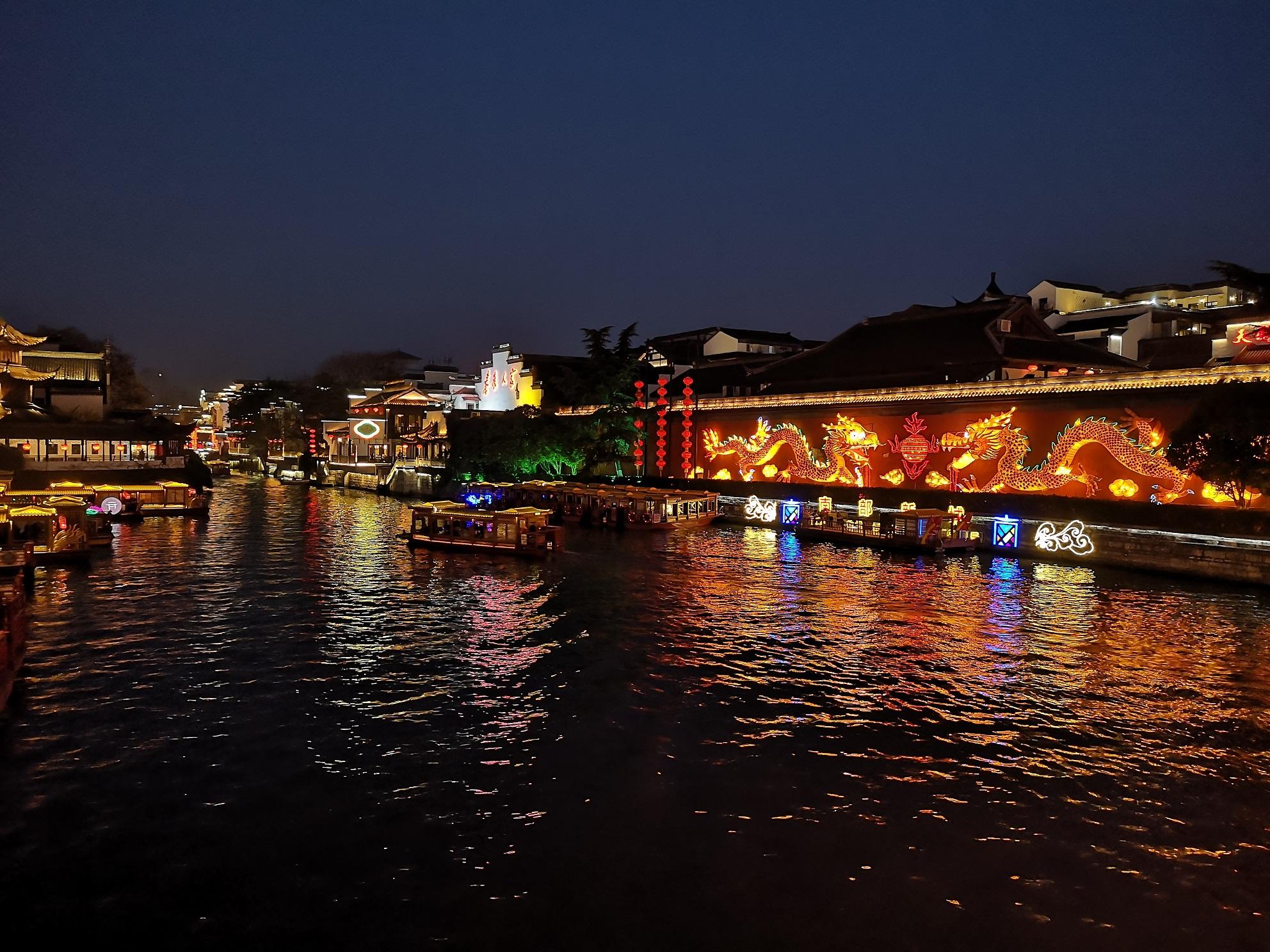 夜幕下的秦淮河